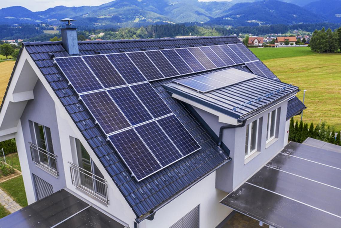 instalacja-fotowoltaiczna-na-dachu